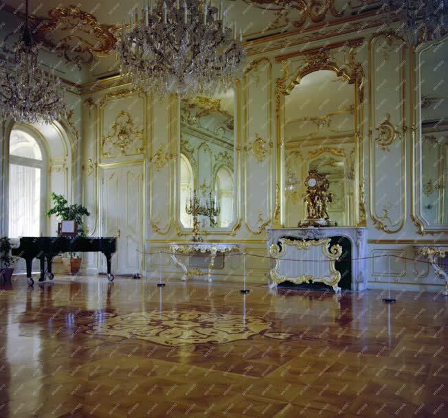Kultúra - A keszthelyi Festetics kastély fehér tükörterme