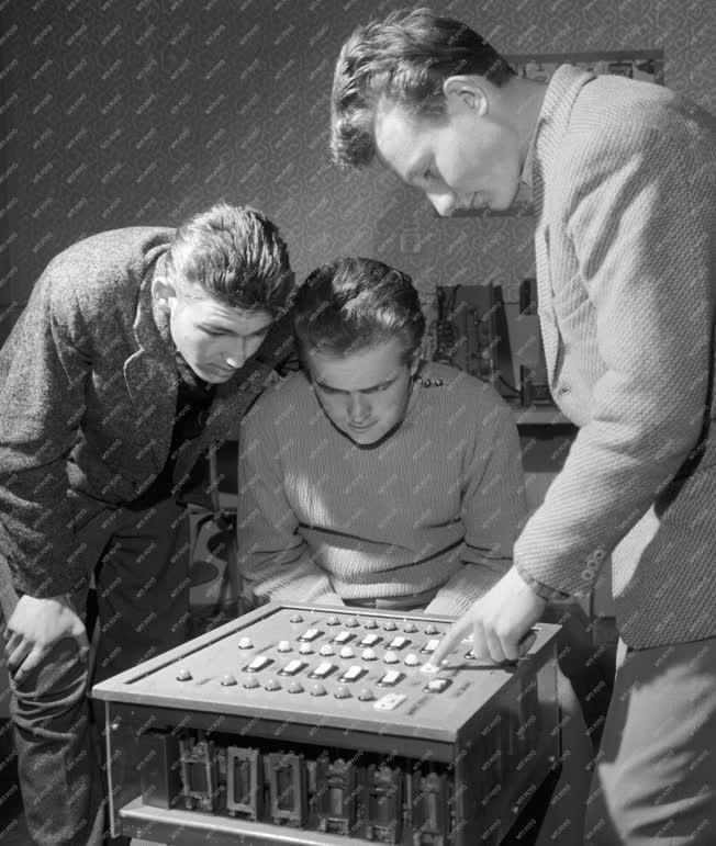 Oktatás - Elektronikus számológép