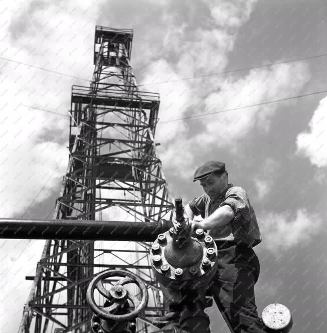 Kőolajfeldolgozás - Nagylengyeli olajmezők