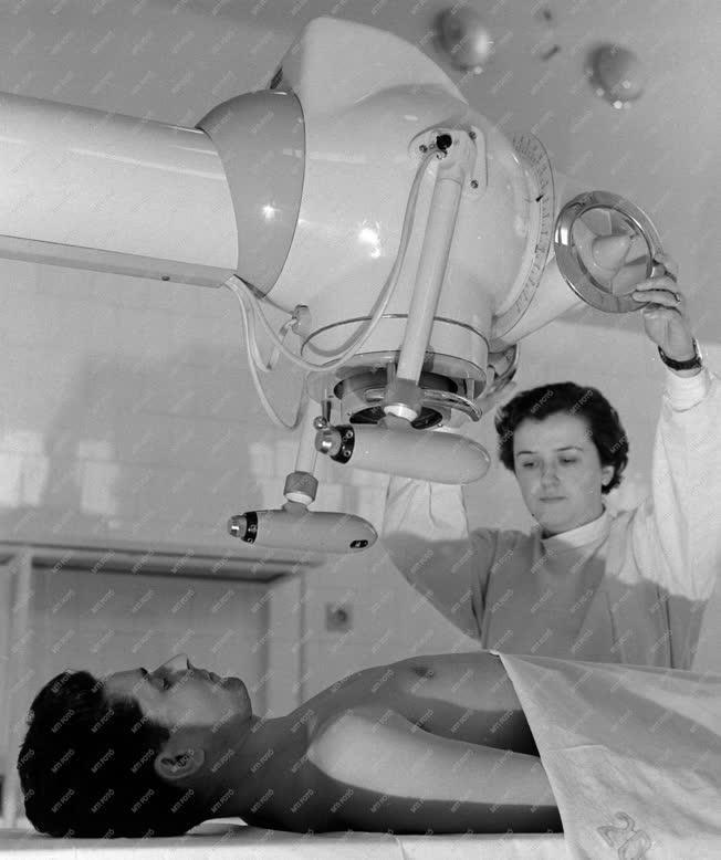 Egészségügy - Új röntgengép az Uzsoki Utcai Kórház onkológia osztályán