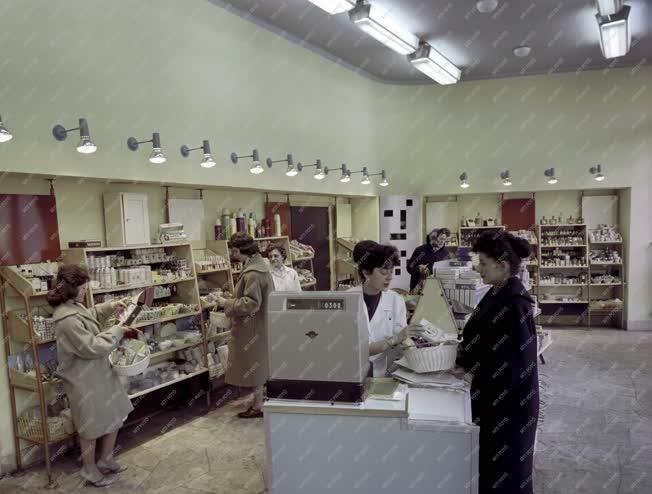Belkereskedelem - Háztartási és illatszerbolt