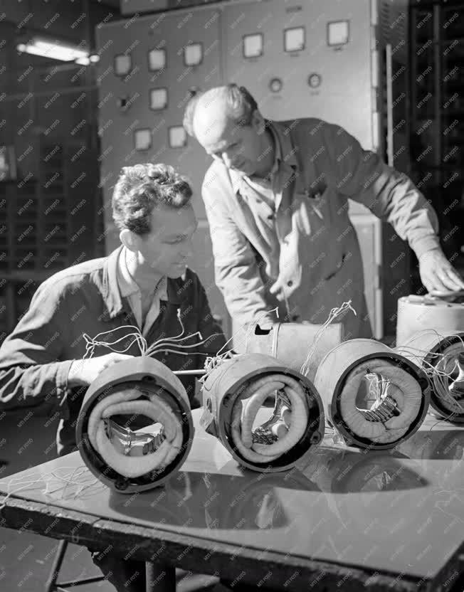 Ipar - Telefongyár - Kongresszusi verseny