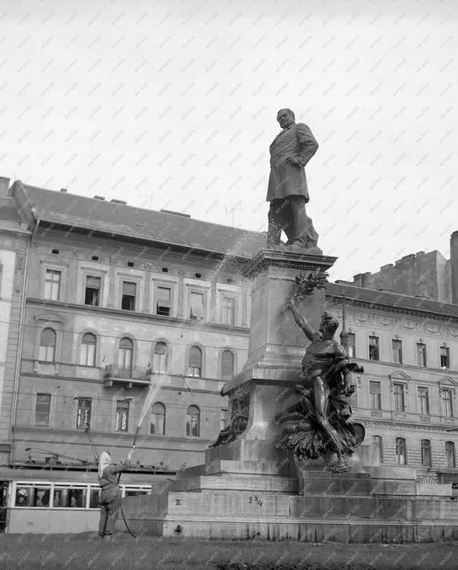 Emlékmű - Baross-szobor