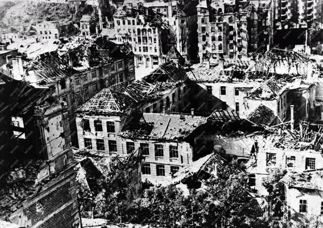 Történelem - II. világháború - Romos Budapest