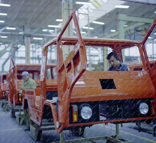 Ipar - Autógyártás - Volvo-kooperációval készülő terepjáró
