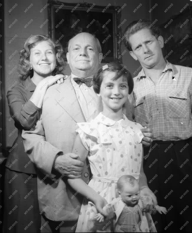 Színház - Családi fénykép - A Komlós család