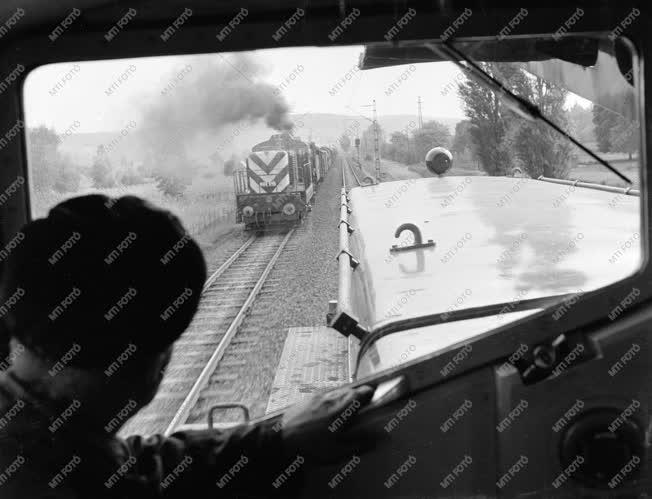 Ipar -  Járműipar - Próbaúton az új villamos mozdony