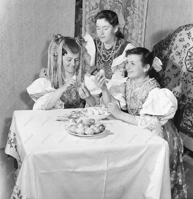 Ünnep - Húsvét - Tojásfestés Hollókőn