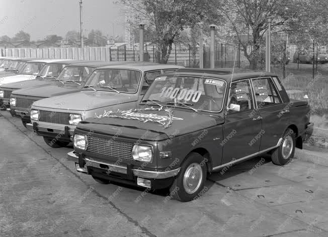 Járműipar - Átadták a százezredik Wartburg személygépkocsit