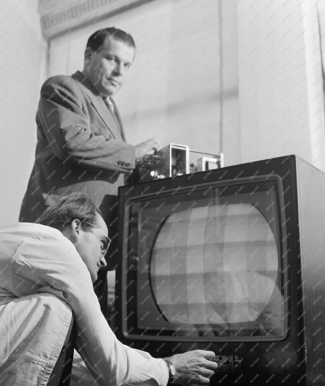 Tudomány - Színes televízió kísérlet