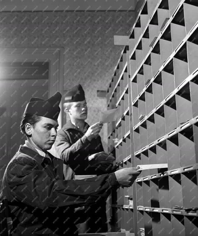 Oktatás - A Postaforgalmi Technikum gyakorló-hivatala