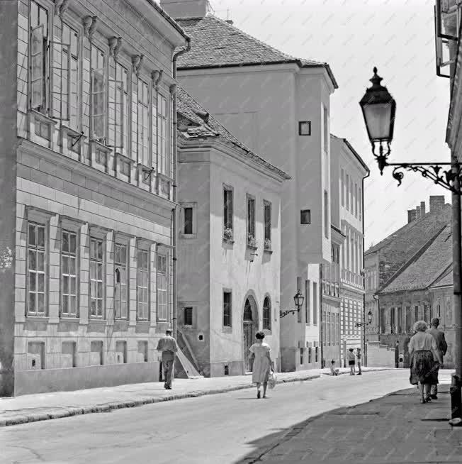Városkép - Budai Vár - Úri utcai restaurált műemlék épületek