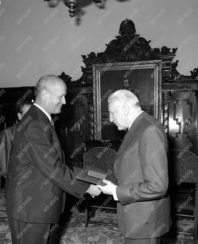 Illés Endre Kossuth-díjas író