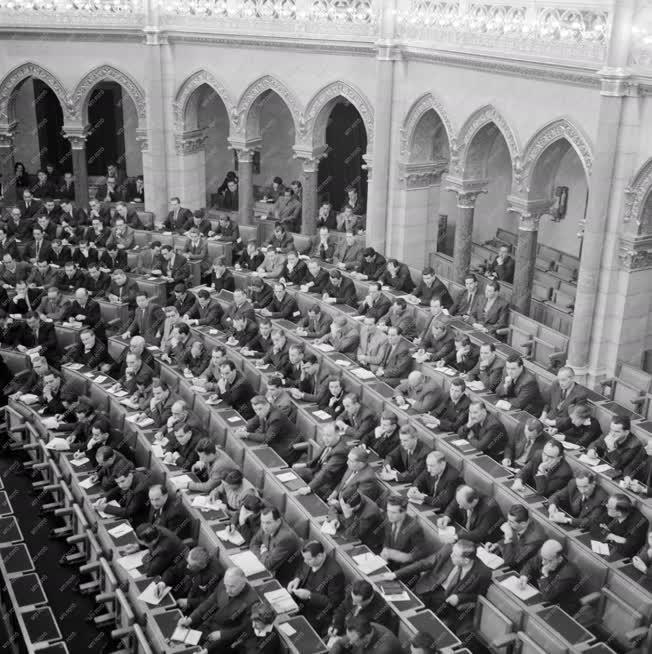 Belpolitika - Gépipari tanácskozás a Parlamentben