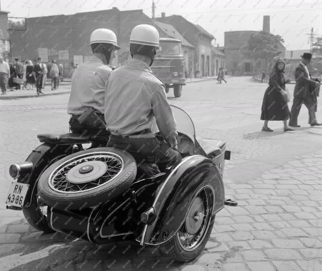 Közlekedés - Motoros rendőrök