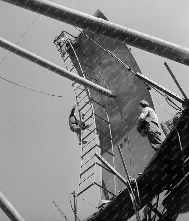 Ipar - Építőipar - Metángáz tartály építése