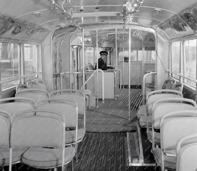 Közlekedés - Járműipar - Csuklós autóbusz a Rákóczi úton