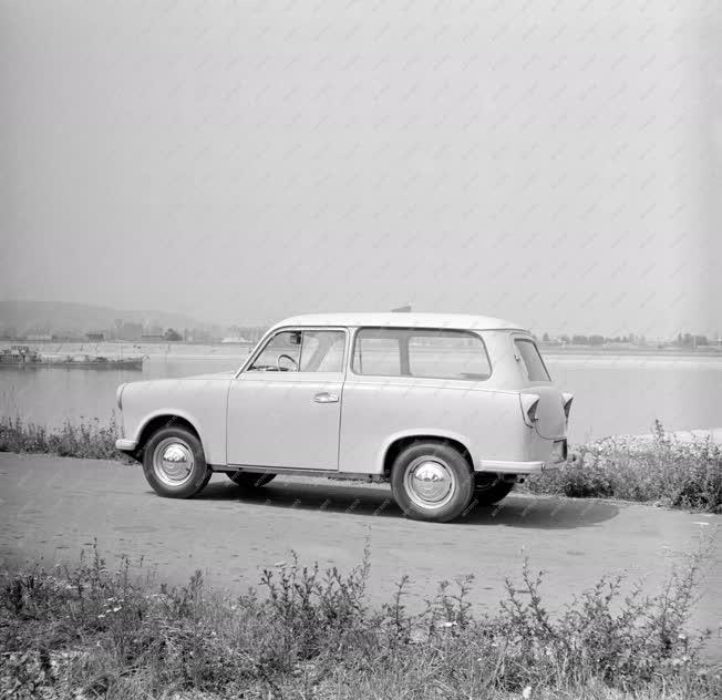 Közlekedés - Trabant személyautó