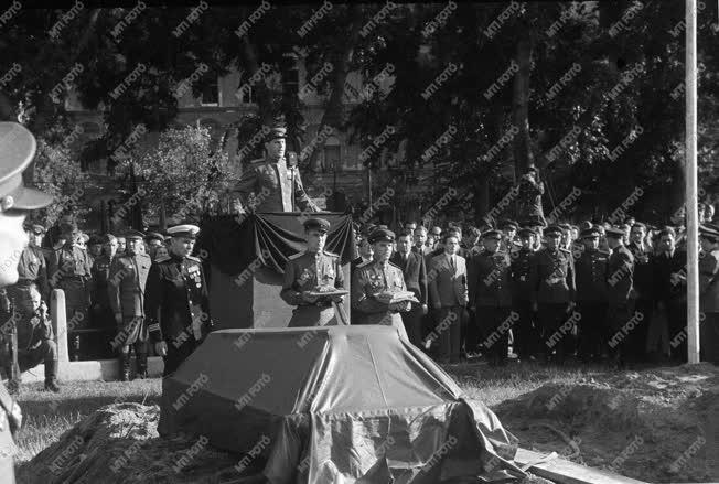 Temetés - Külkapcsolat - Szovjet katonai temetés