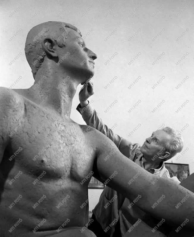 Ungvári Lajos Kossuth-díjas szobrász