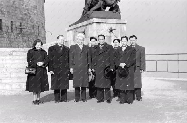 Külkapcsolat - Az új koreai követ