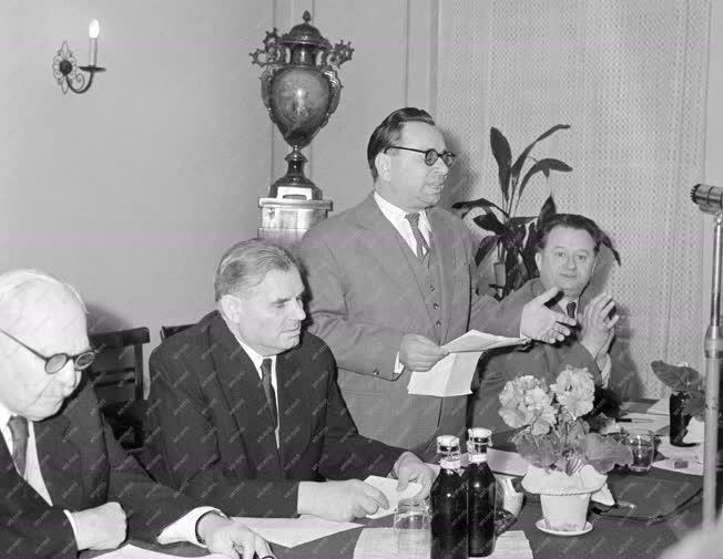 Belpolitika - A Hazafias Néfpront II. kongresszusának előkészítése