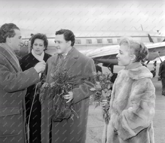Kultúra - Film - Szovjet filmküldöttség érkezése