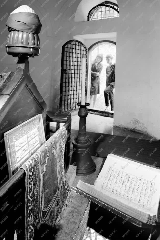 Műemlékvédelem - Újjáépítették Gül Baba sírját