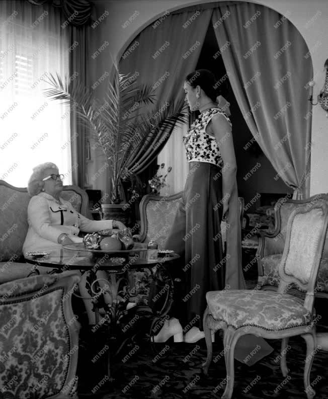 Divat - Rotschild Klára legújabb ruhamodellje