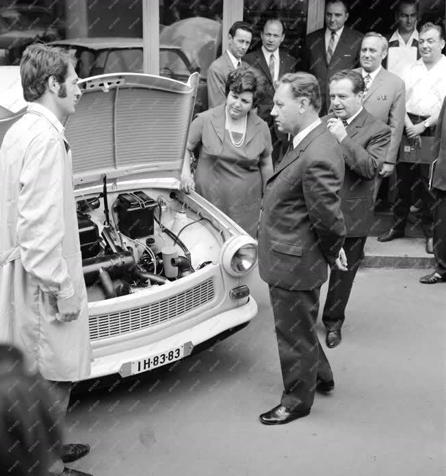 Ipar - Autóipar - Az ötvenezredik Trabant és tulajdonosai