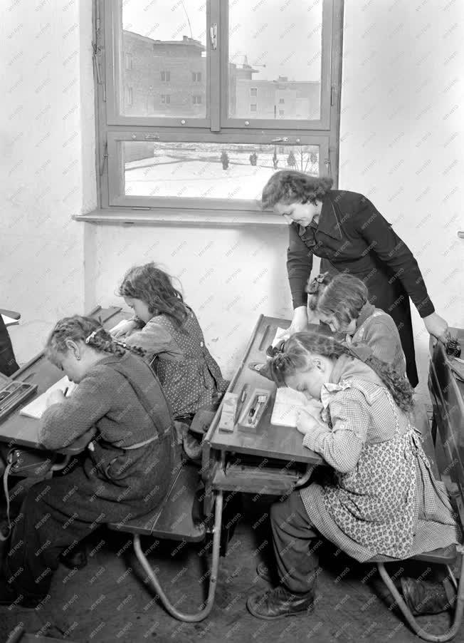 Oktatás - Életkép - Iskolai tanóra