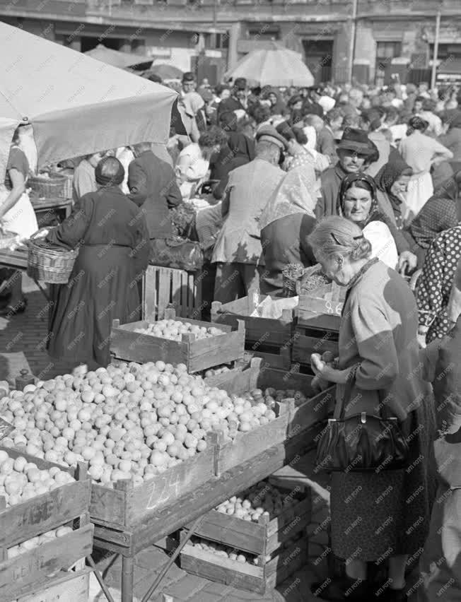 Kereskedelem - Garai téri piac