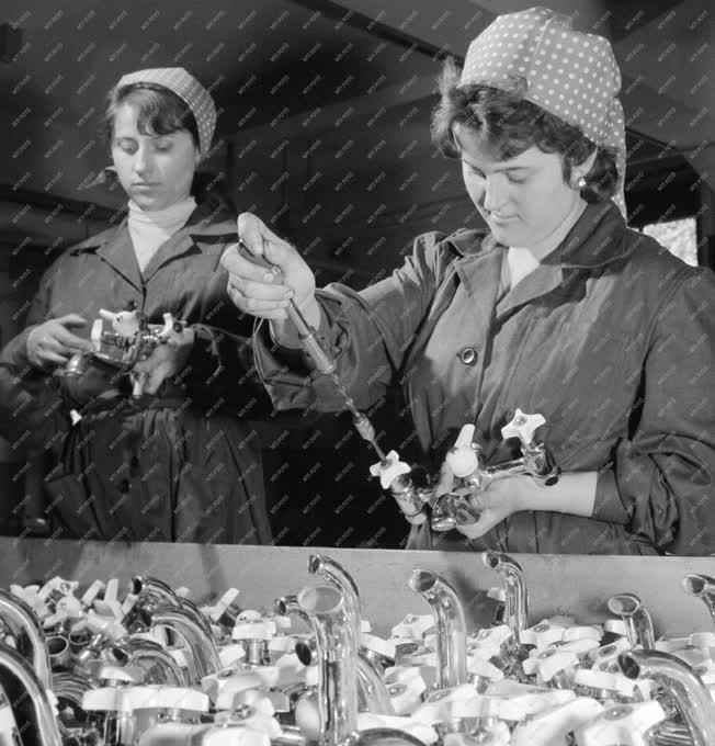 Ipar - Csaptelepek készülnek a Fémszerelvénygyárban