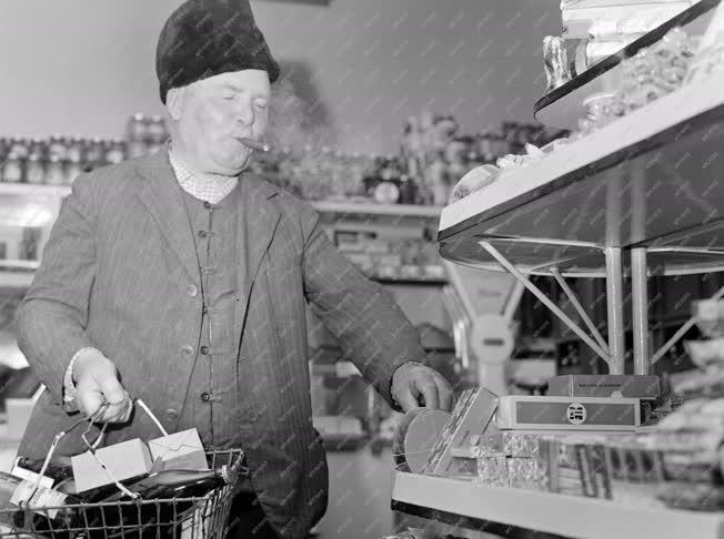 Kereskedelem - Vásárló egy üzletben