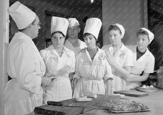 Oktatás - Szakács iskola a szegedi Hági Étteremben