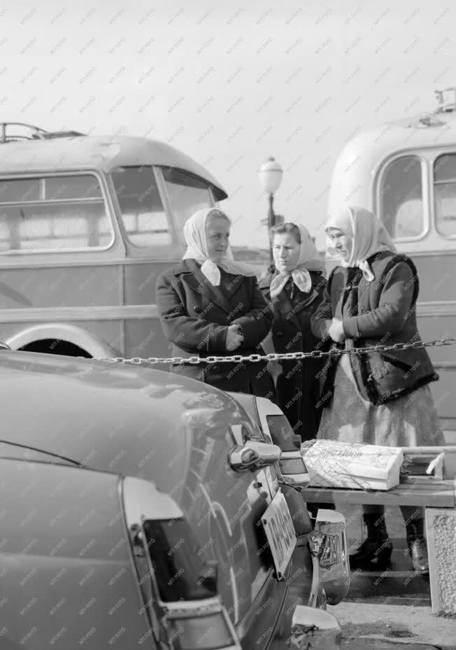 Közlekedés - A MÁVAUT váci buszpályaudvara