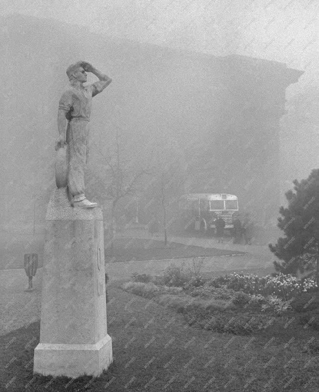 Városkép - Időjárás - Ősz a Clark Ádám téren