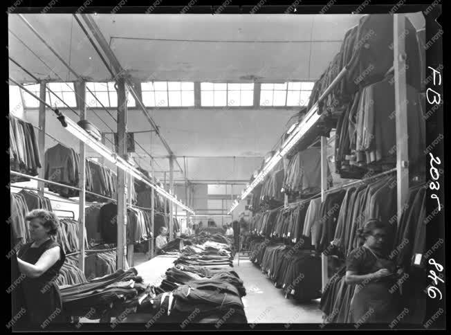 Ipar - Ruhaipar - Vörös Október Ruhagyár