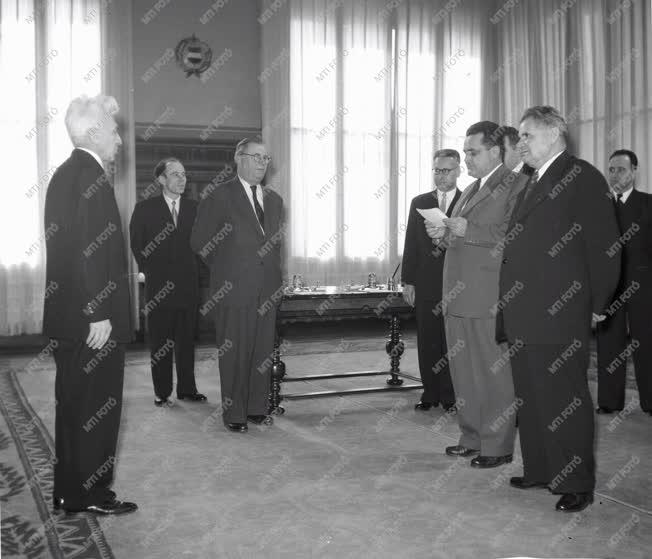 Belpolitika - Sík Endre külügyminiszter eskütétele