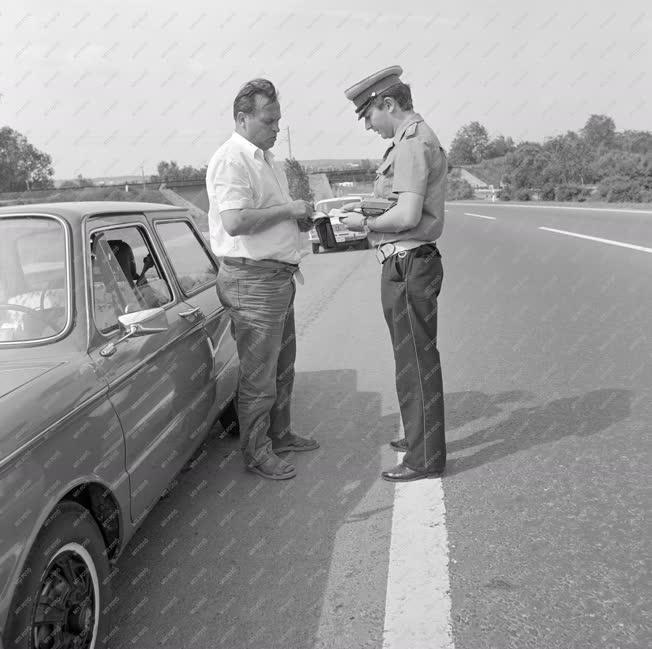 Közlekedés - Rendőri intézkedés az M7-esen