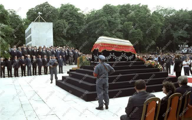 Belpolitika - Kádár János temetése