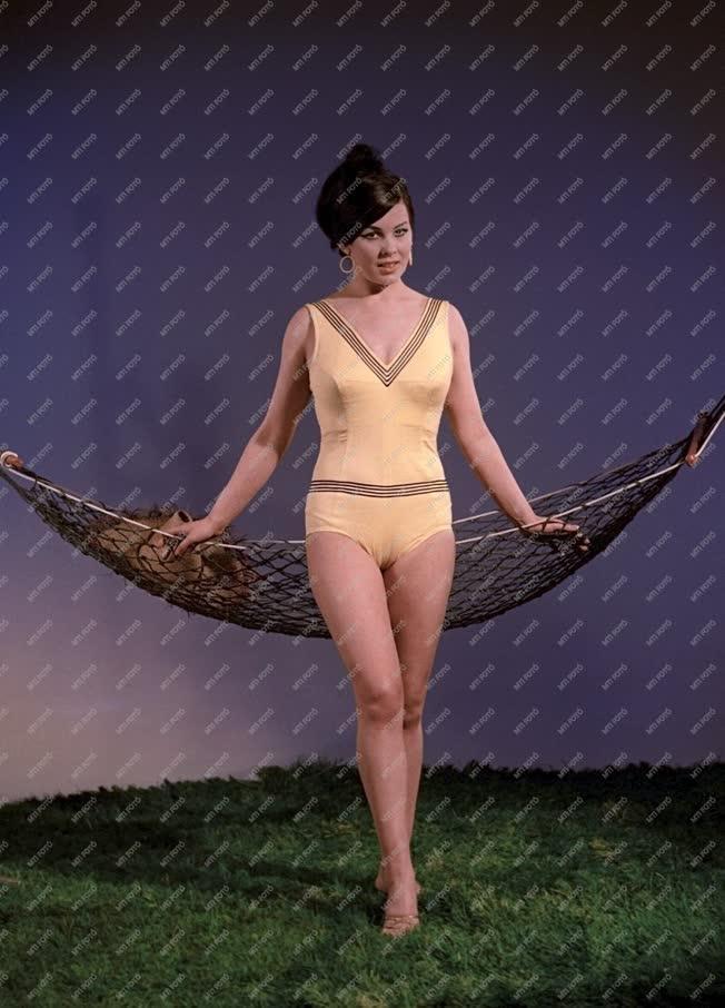 Divat - Fürdőruha bemutató