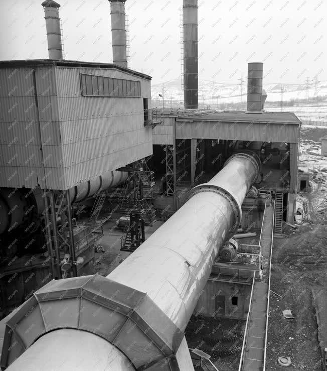 Ipar - A Dunai Cementmű új forgókemencéje