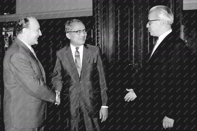 Külkapcsolat - U Thant ENSZ-főtitkár magyarországi látogatása