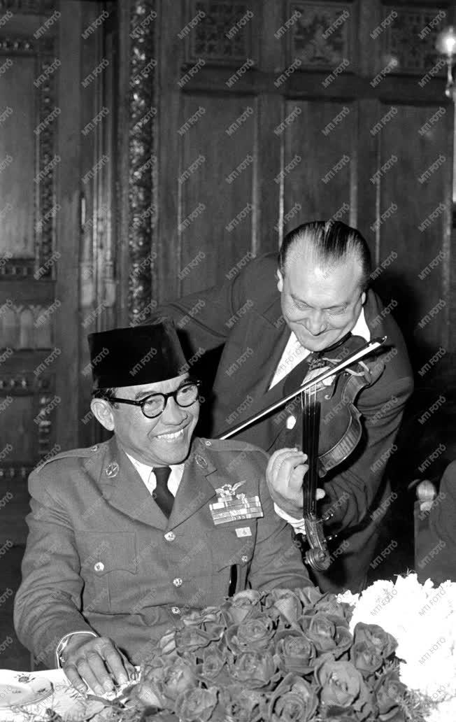 Külpolitika - A. Szukarno Magyarországon