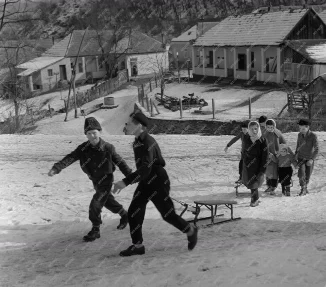 Életvitel - Vidám télutó Szarvaskőn