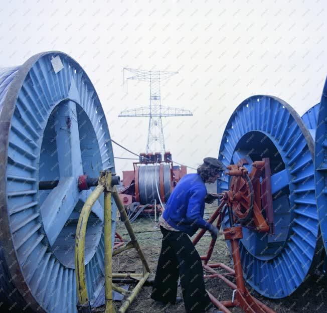 Ipar - Energia - Épül a 750 kilovoltos távvezeték