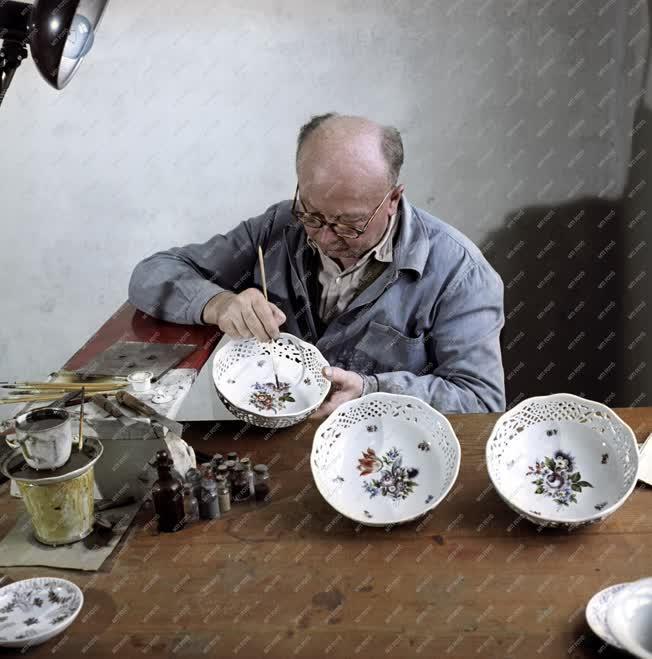 Hungarikum - Porcelánfestés - Herendi porcelántál