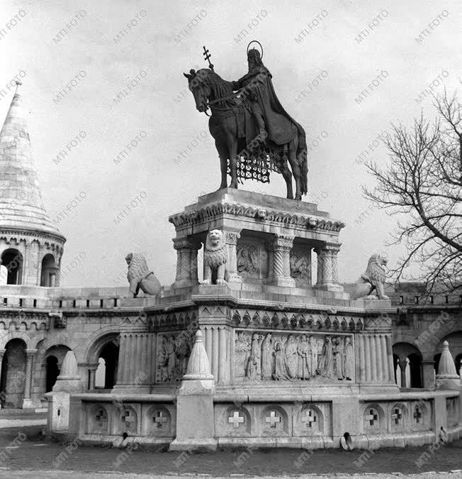 Stróbl Alajos szobrász Szent István szobra