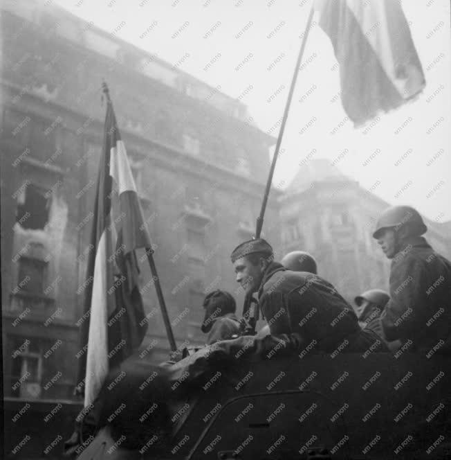 Ötvenhat emléke - Átállt szovjet páncélkocsi